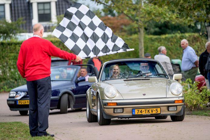 Bij de vijfde editie van de Muller Löwkeboer Rally verschenen zowel antieke auto's als oude tractoren aan de start.