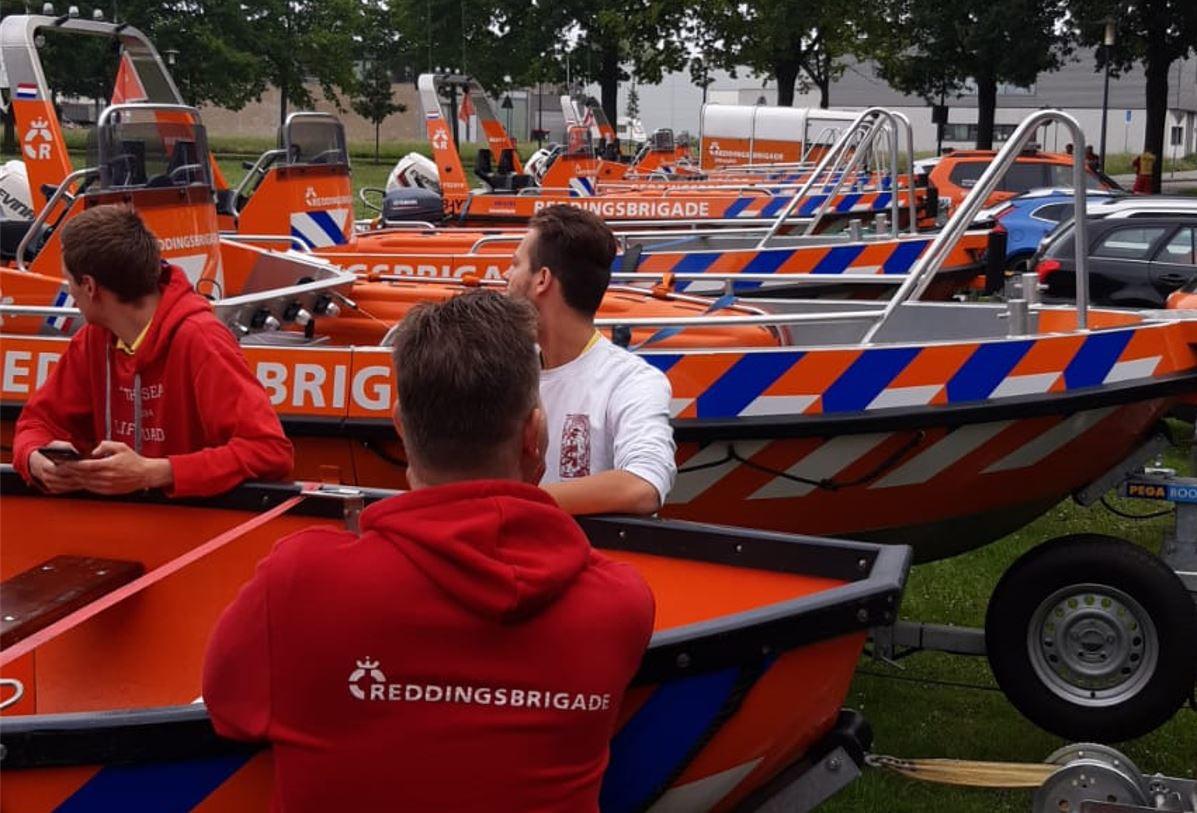 Het team uit Wierden vanmorgen, in afwachting van een eventuele uitruk.