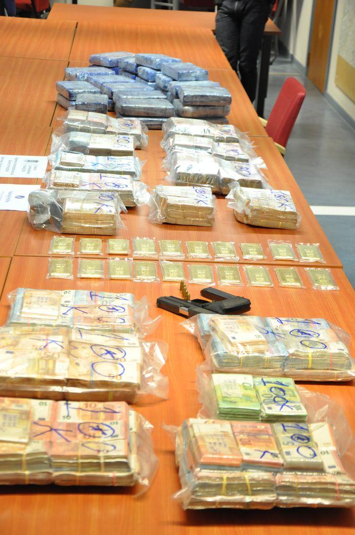 De politie en de douane konden drugs, geld en goud onderscheppen.