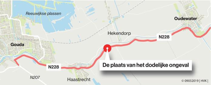 De onveilige N228 met de plek van het dodelijk ongeval waarbij de 11-jarige Ward van der Molen om het leven kwam.