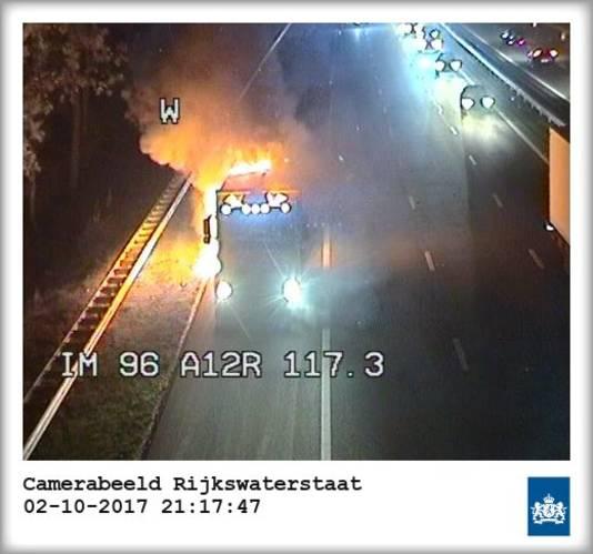Vrachtwagen in brand op de A12 bij Oosterbeek.