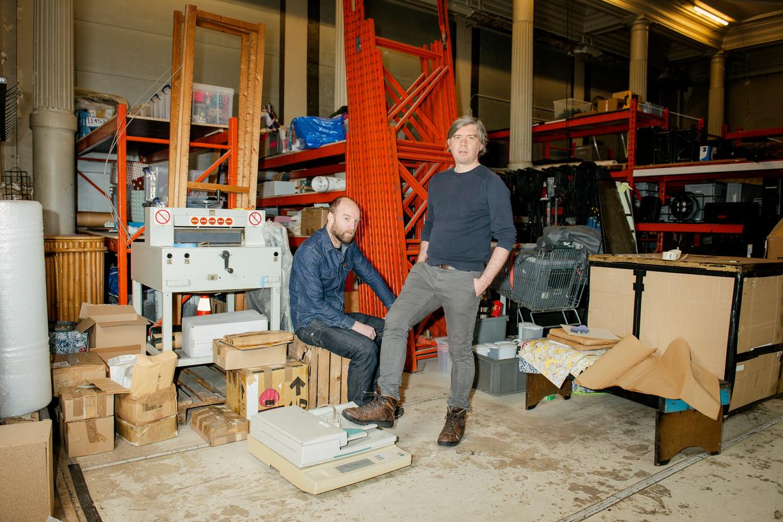 Mathijs F Scheepers en Korneel Hamers van SKaGeN. 'Als je het aantal mensen zonder smartphone vergelijkt met het aantal mensen dat naar het theater gaat, dan denk ik toch dat de publiekswinst groot is.' Beeld Tim Coppens