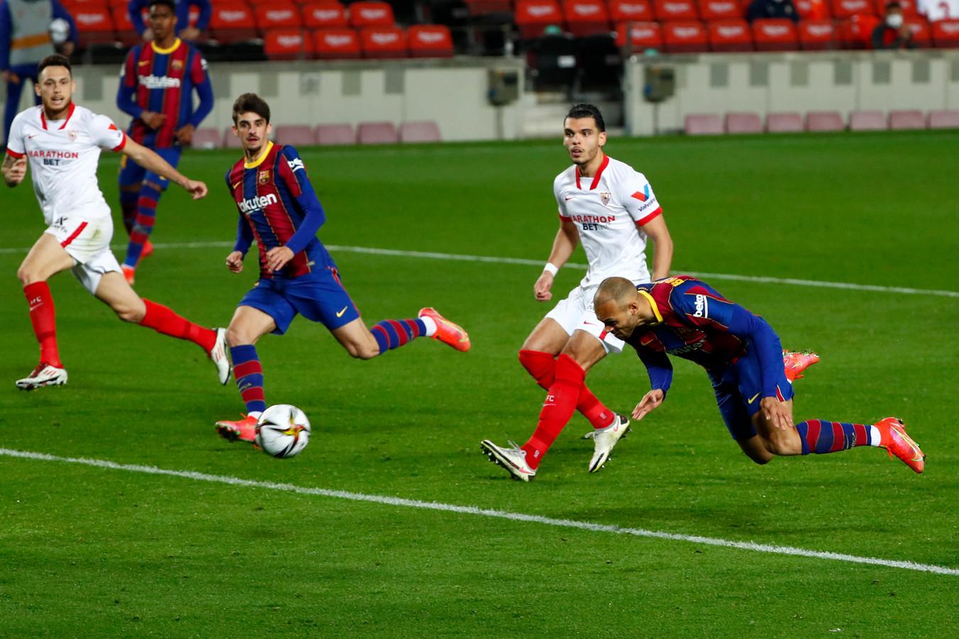 Martin Braithwaite (r) zet Barcelona op 3-0.