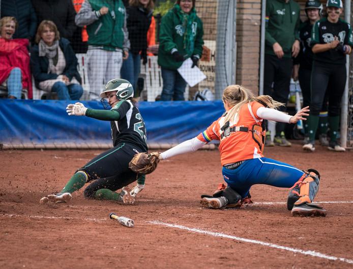 Cindy van der Zanden maakte een homerun in de met 7-0 gewonnen wedstrijd.