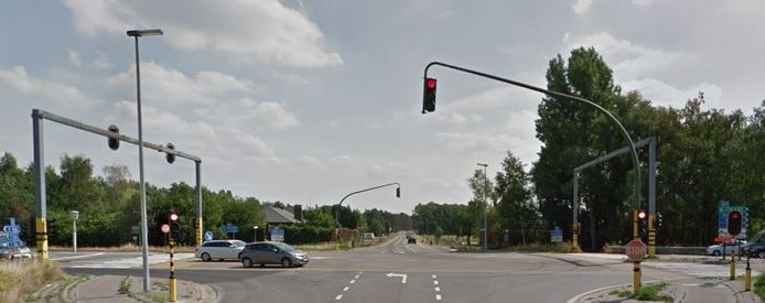 Kruispunt Zuiderring met Postelsesteenweg.