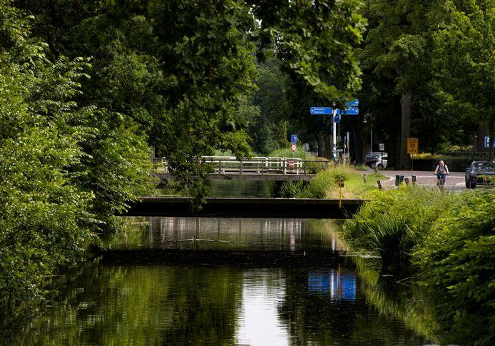 Helenaveen, langs het kanaal aan de Soemeersingel.