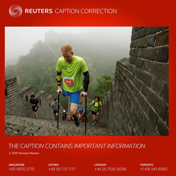 Michael Robbert Brans op de Chinese Muur, in de buurt van  Beijing. Foto Thomas Peter