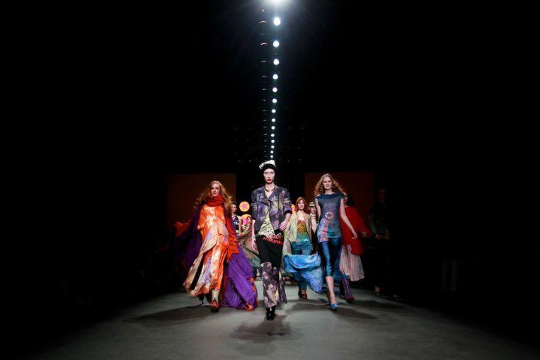 2013-01-23 AMSTERDAM - Modellen op de catwalk tijdens de show van modelabel The People of the Labyrinths op de 18e editie van de Amsterdam Fashion Week. ANP KIPPA ADE JOHNSON Beeld ANP Kippa