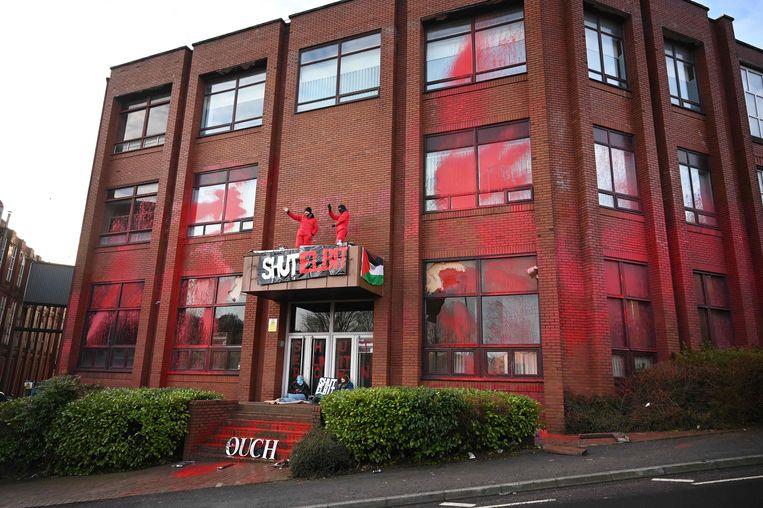 Activisten van Extinction Rebellion North en Palestine Action protesteren buiten de Elbit Ferranti-fabriek in Waterhead, Oldham in Noordwest-Engeland,1 februari 2021. Beeld AFP