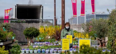 Zelfs het tuincentrum is nu een uitje dit Paasweekend: 'Is nog lang niet zoals het was, maar voelt wel hoopvol'