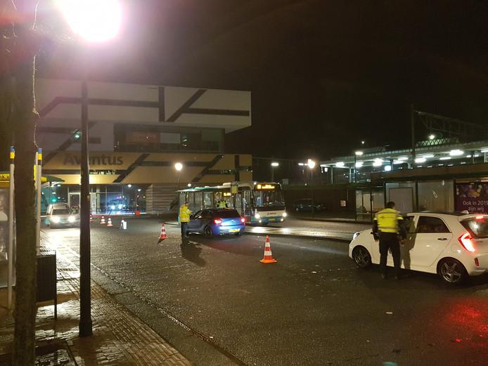 De politie-controle werd uitgevoerd bij het station in Zutphen.