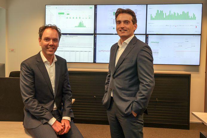 Algemeen directeur Rob van Gennip (links) van Scholt Energy, geflankeerd door financieel directeur Frank van Gastel.