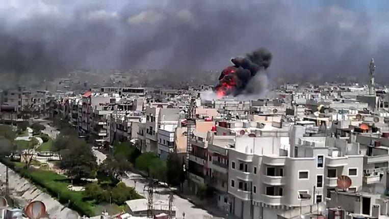 Beschietingen gisteren in de Syrische stad Homs. Beeld AFP