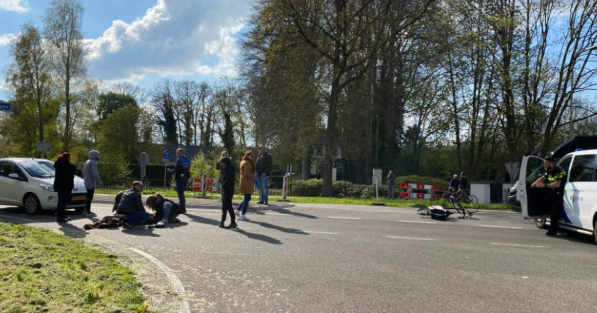 Weer raak op beruchte oversteekplaats Putten: vrouw gewond na aanrijding.