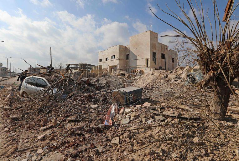 De verwoesting van het door Artsen Zonder Grenzen ondersteunde ziekenhuis in Saraqeb is compleet. Beeld AFP