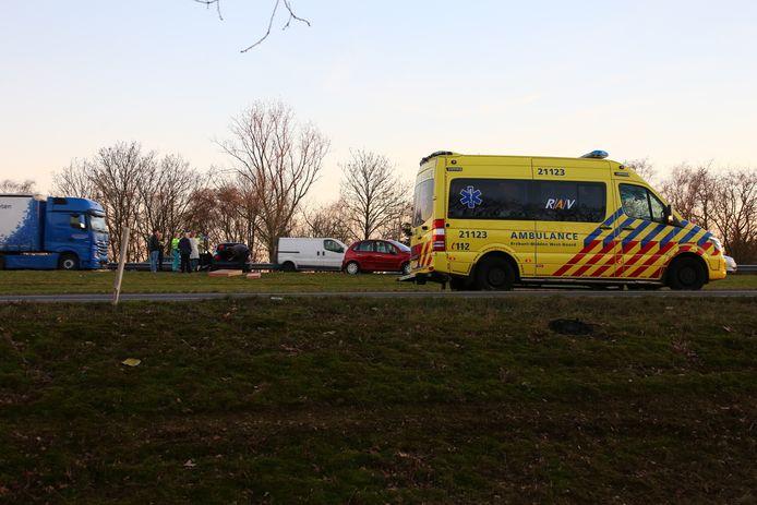 Bij een ongeval bij Heesch raakte een bestuurder gewond.