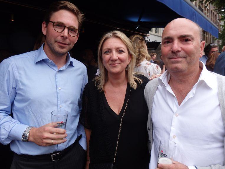 Eigenaar en horecagigant Niels Reijers (r), zijn partner Colette van Eembergen en Thomas Geerlings, de architect van café Waldeck. Beeld Schuim