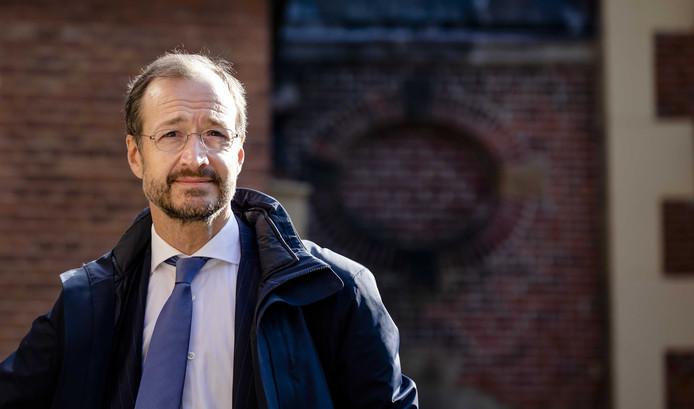 Eric Wiebes liep als staatssecretaris van financiën grote reputatieschade op door een totaal verkeerd uitgepakte reorganisatie bij de Belastingdienst.