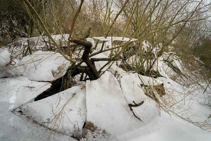 De laatste restjes ijspret wachten op hun ondergang.