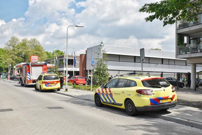 Hulpdiensten bij het bureau in Tilburg.