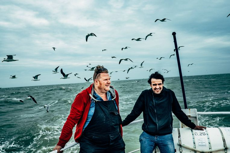 ►Dominique Van Malder (l.) en Joris Hessels op de Noordzee.