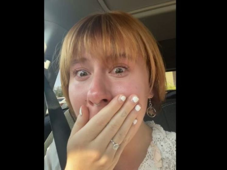 """Une femme en larmes après avoir payé 300 dollars pour une coupe de cheveux: """"Tout ça pour ressembler à une Karen"""""""