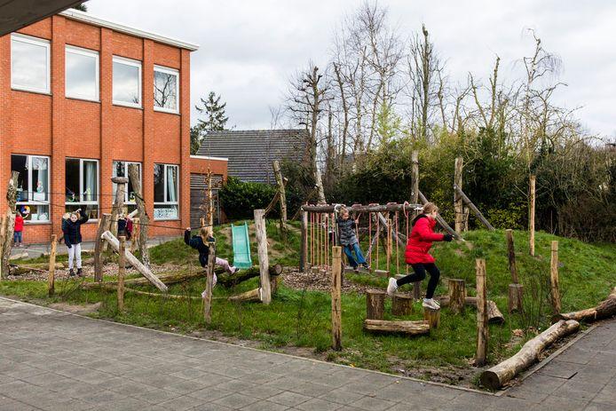 Vrije Basisschool De Zilverberg beschikt alvast over een vergroene speelplaats.