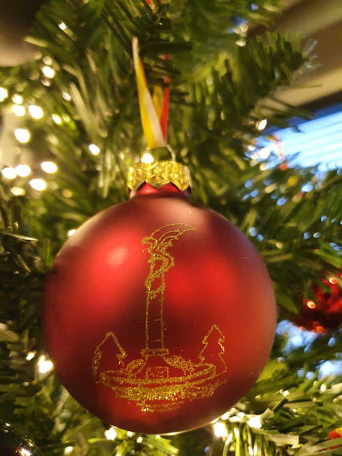De Drakenfontein op een kerstbal