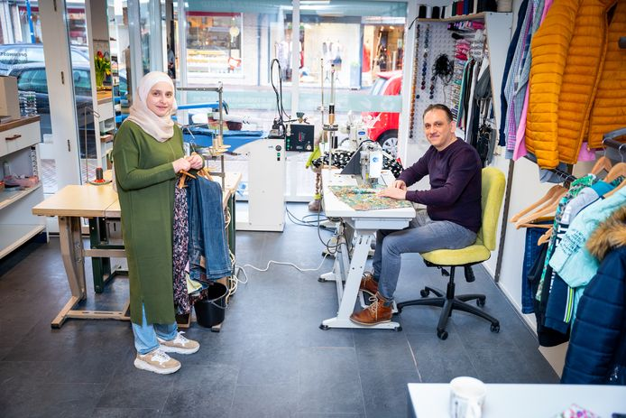 Heba en Mohamad Alkbrsli in Studio Vermaakt in Alblasserdam. ,,Hopelijk kan dat net als in Syrië ook uitgroeien tot iets groots.''