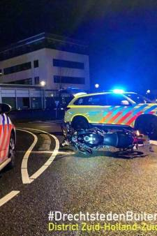 Motorrijder breekt sleutelbeen bij aanrijding in Hendrik-Ido-Ambacht