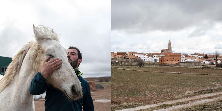 Landbouwer César Izquierdo is met zijn 27 jaar de jongste van het dorp El Pobo. Hij wil er blijven, zijn enige probleem: vrouwen zijn schaars.  Beeld RV/Cesar Dezfuli