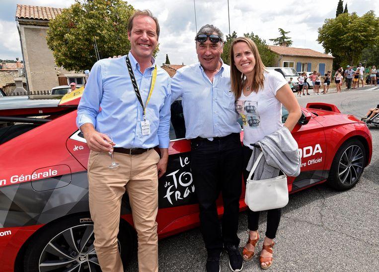Christian Prudhomme (links) en Eddy Merckx in betere tijden. Rechts herkent u ook Justine Henin.