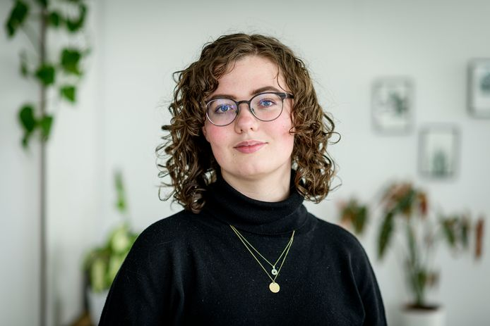 """Nadine Spijker woont samen met acht jongeren die ook autisme hebben. """"We schamen ons er zeker niet voor en het boeit me ook eigenlijk niet wat anderen ervan vinden."""""""