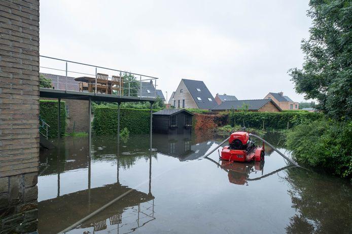 HEFFEN Wateroverlast op de Gentsesteenweg