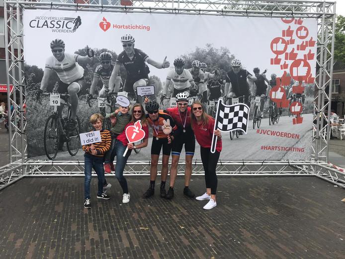 Ruim tweehonderd fietsers hebben vandaag met elkaar 3500 euro opgehaald.