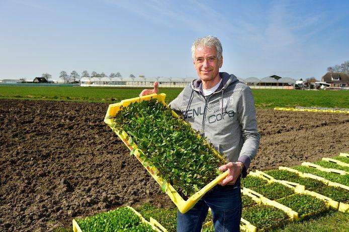 Voorzitter Martien Kromwijk op de coöperatieve Vega Boerderij.
