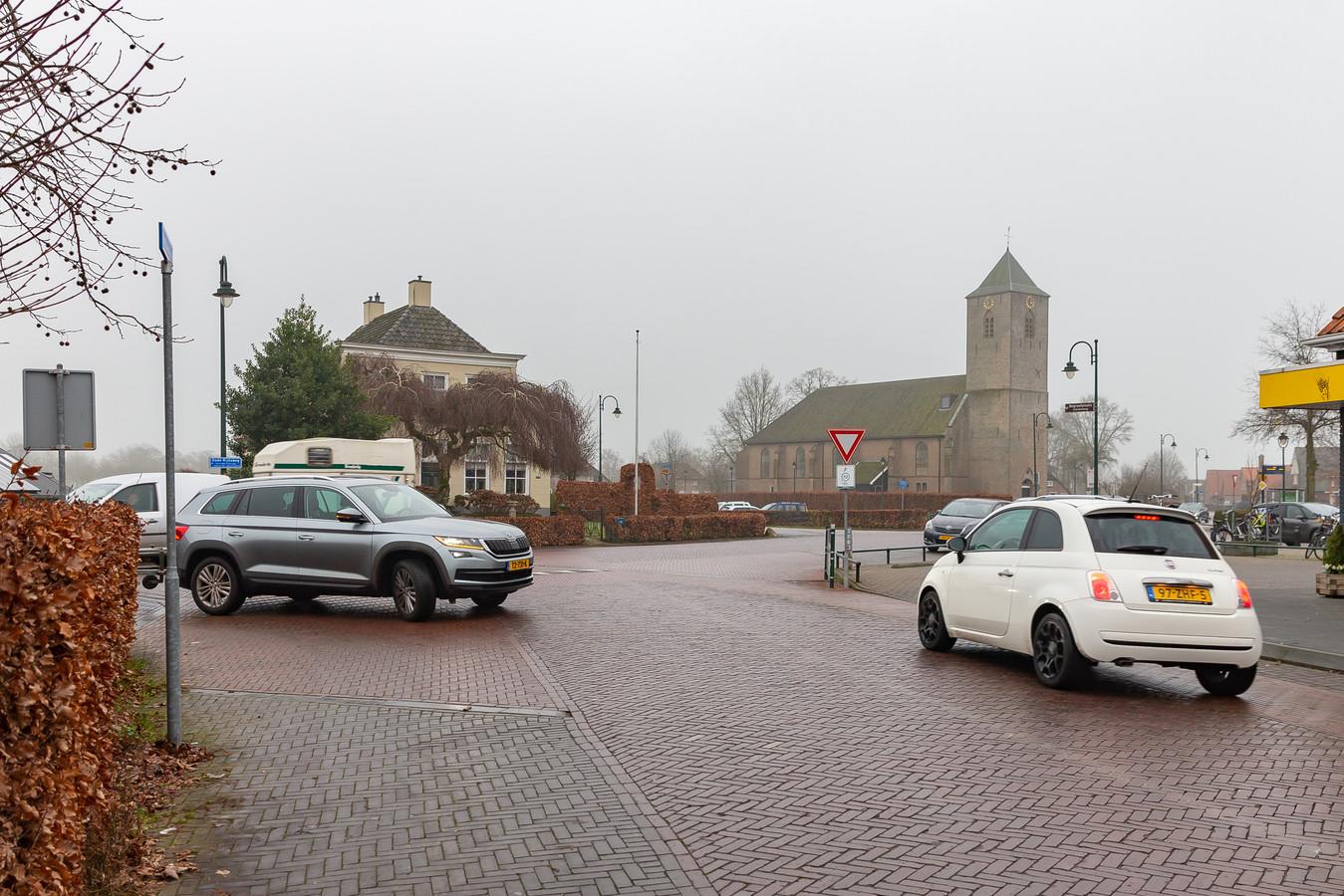 Kruising Oude Rijksweg met Scholenland. Gezien vanaf Scholenland richting Scholenweg. Archieffoto