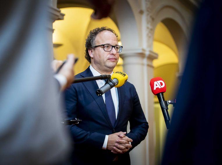Minister Wouter Koolmees van sociale zaken en werkgelegenheid staat de pers te woord over het besluit van vakbond FNV om de beslissing over het pensioenakkoord uit te stellen. Beeld ANP