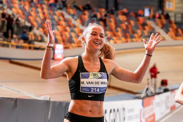 Myke van de Wiel na de door haar gewonnen 200 meter.