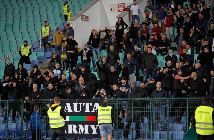 Bulgaarse fans tijdens het duel met Engeland.
