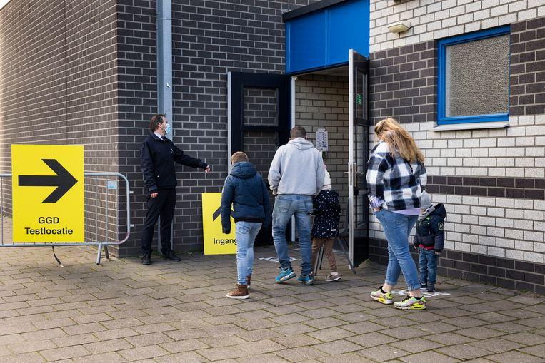 Er is een levendige handel in de adressen, telefoonnummers en burgerservicenummers van Nederlanders, blijkt uit onderzoek van RTL Nieuws. Deze zijn afkomstig uit de it-systemen die door de GGD worden gebruikt. Beeld Arie Kievit