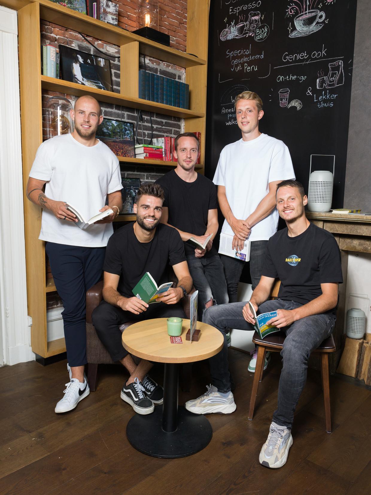 Van links naar rechts: Colin de Graaf, Robin Pröpper, Stef Gronsveld, Maarten de Fockert, Jeff Hardeveld. Beeld Ivo van der Bent