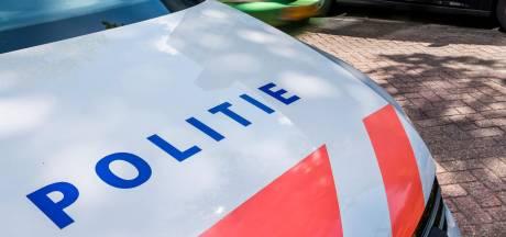 Politie overmeestert agressieve man nadat hij in slaap valt