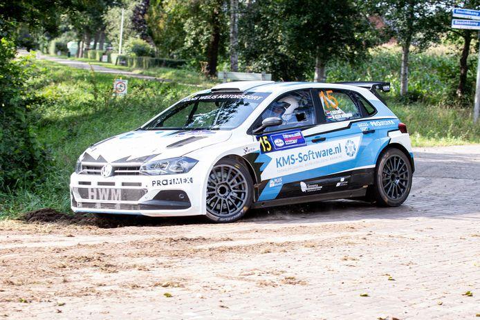 """Eduard Eertink in zijn speciaal voor Hellendoorn Rally gehuurde Polo R5. """"Dit is een jongensdroom die uitkomt."""""""
