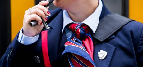 Man rookt sigaret op perron in Tilburg en mishandelt NS-medewerker die hem daarop aanspreekt