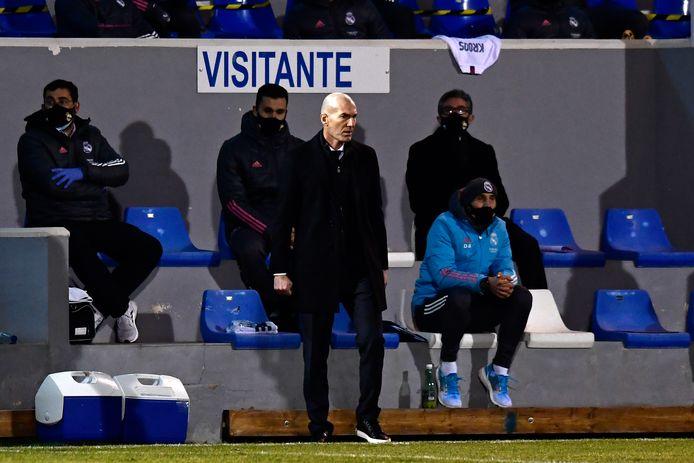 Zinedine Zidane ziet zijn sterrenploeg onderuit gaan.