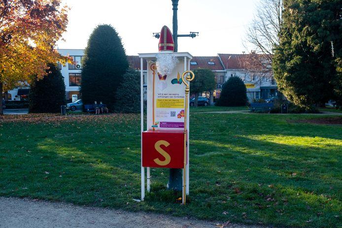 Aan het Laar in Aartselaar staat een brievenbus voor Sinterklaas.