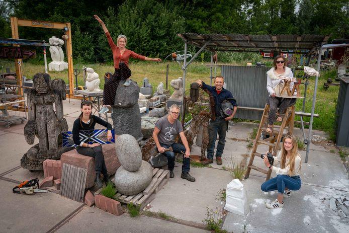 De verhuizing van de kunstenaars van Kunstwerkplaats 37 naar Arnhem-Zuid lijkt op een onmogelijke missie uit te draaien.