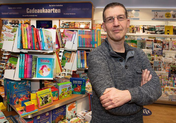 André Baars van Primera:  ,,Boeken? Ik moet nu zeggen bestel ze bij Bol.com en kom ze dan bij ons Pakketpost-punt in de winkel maar afhalen. Onrechtvaardig toch?''