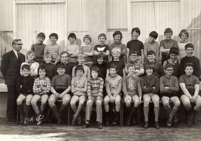 Het vijfde leerjaar in 1973, met leerkracht Walther Bekaert